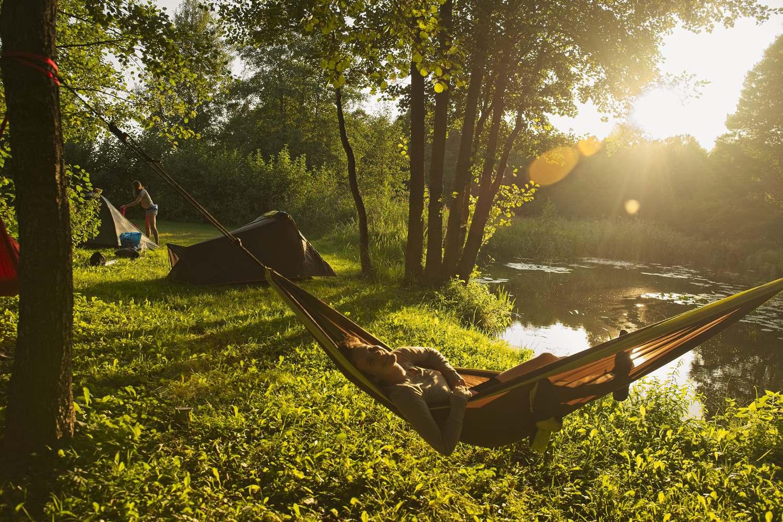 Camper dans la nature : les gestes écolos à adopter